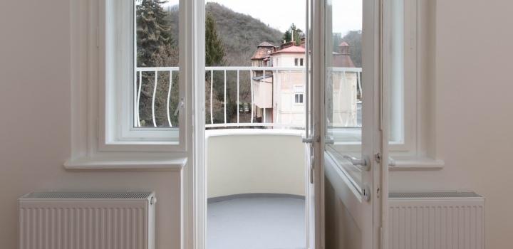 Luxusní byt s balkonem Praha 5 - 63m