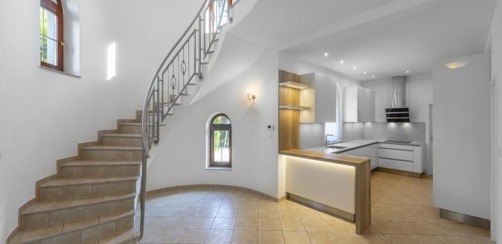 Luxusní rodinná vila na pronájem - Praha 6