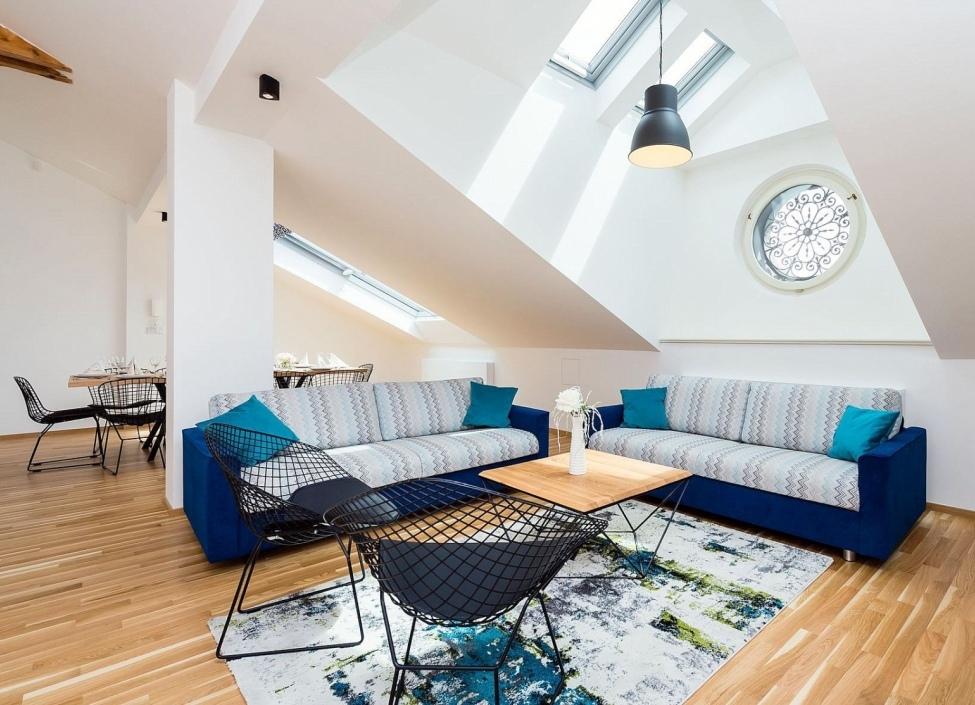 Luxusní podkrovní byt na Novém Městě 247m 0