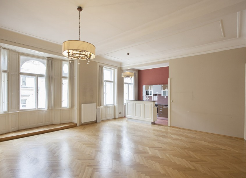 Luxusní byt s balkonem 125m 0