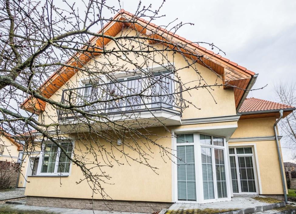 Rodinný dům na prodej - 297m 0