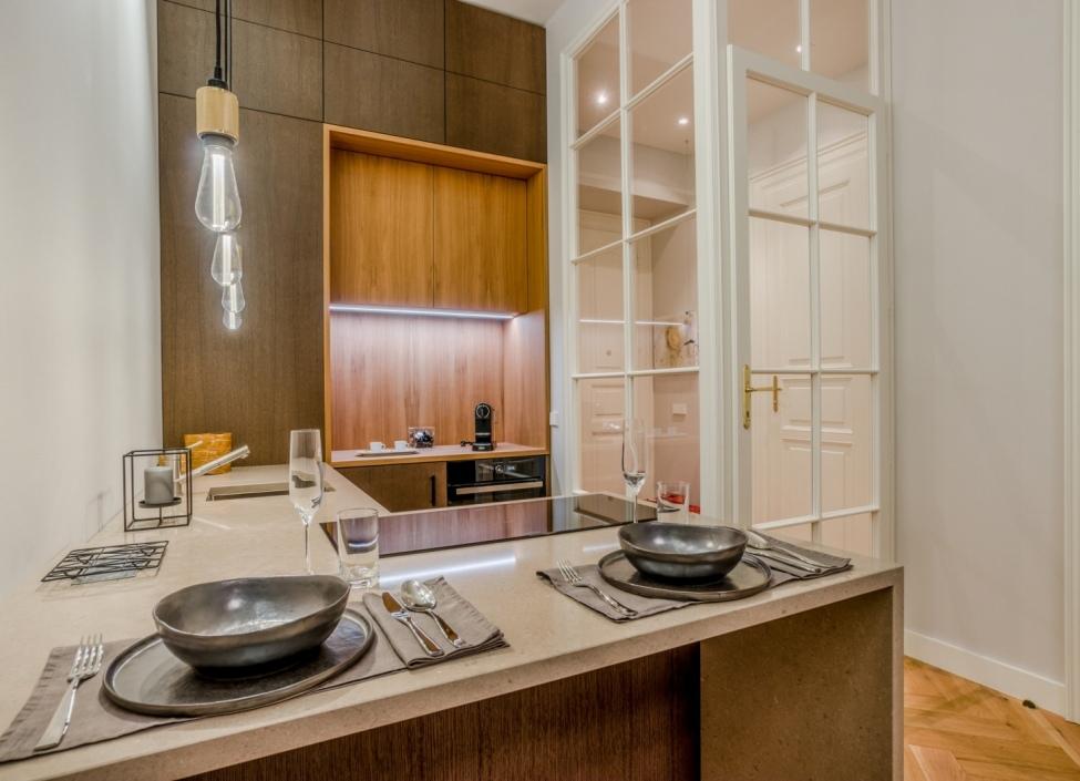 Luxusní byt s balkonem na pronájem Praha 1 - 112m 0