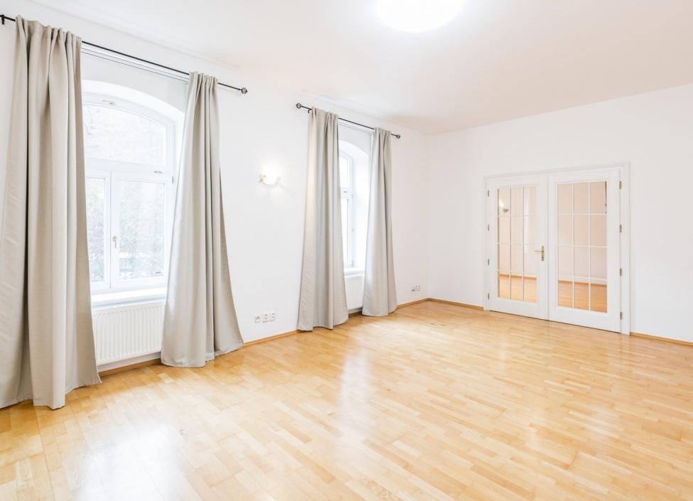 Prodej luxusní kancelářské budovy - Praha 6 1