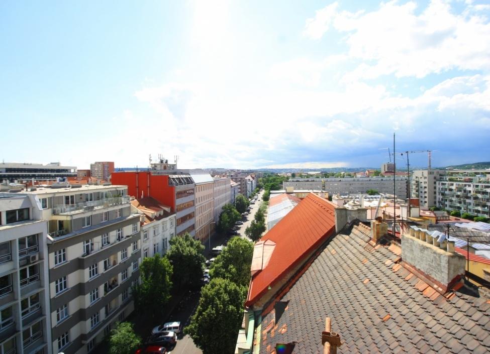 Byt s balkonem 85m 1
