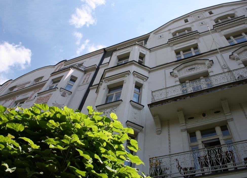 Luxusní byt s balkonem Ovenecká 75m 0
