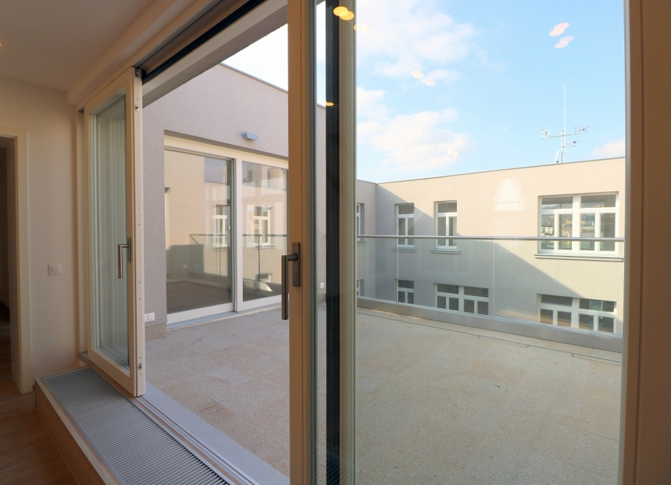 Apartment for rent with terrace 202m 1