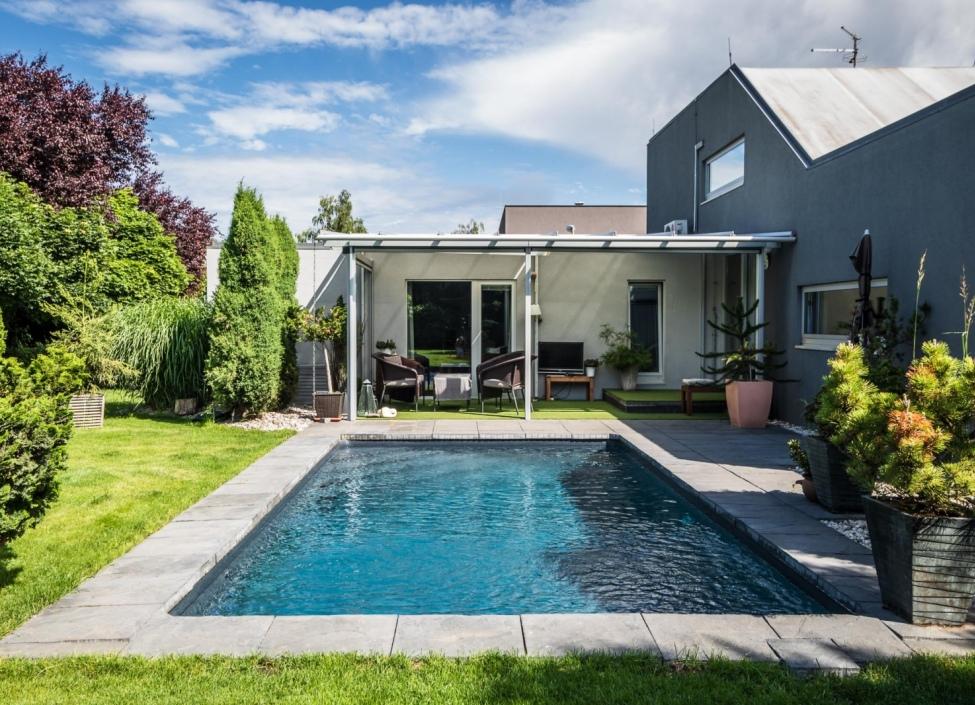 Luxusní dům na prodej se zahradou a bazénem 0