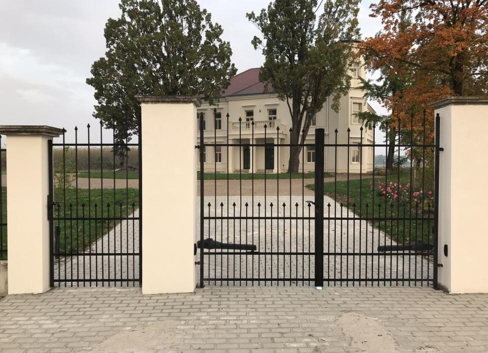 Zámek na prodej - Středočeský kraj 1