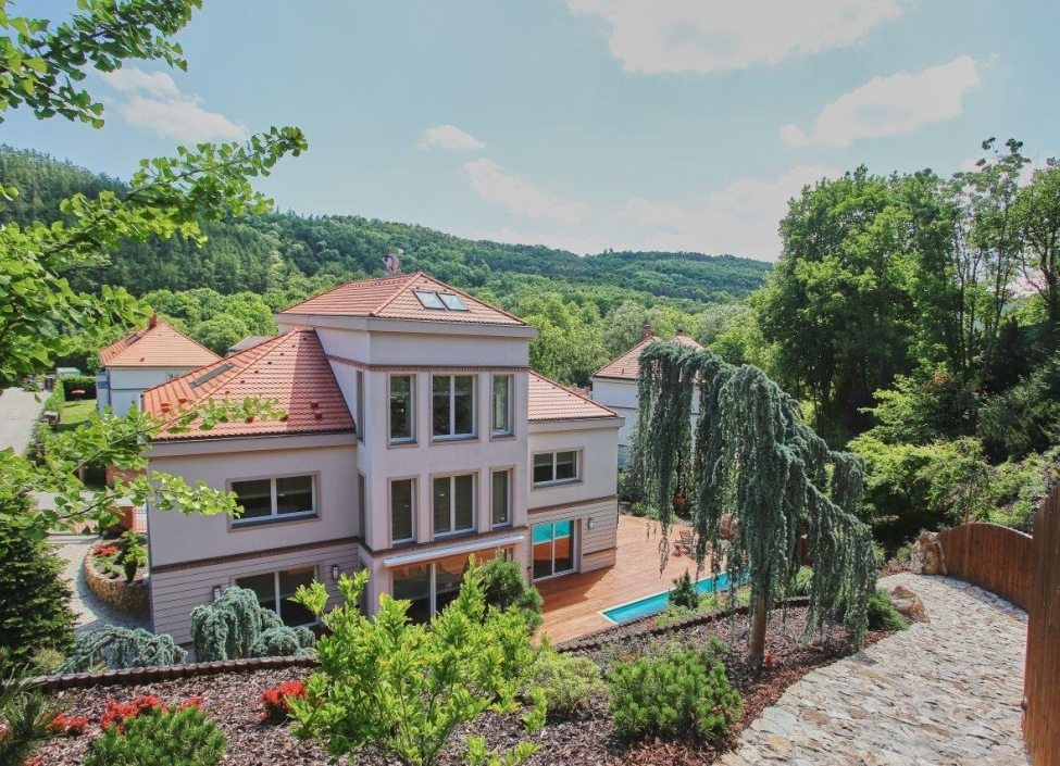 Luxusní vila na prodej v Šáreckém údolí 0