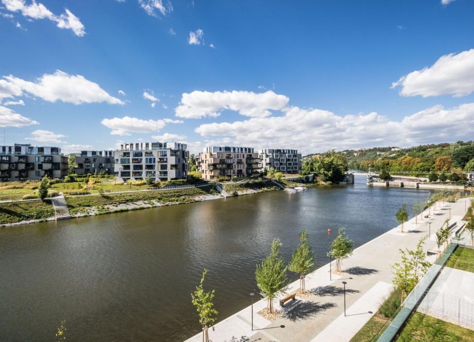 Byt s terasou a výhledem na řeku Praha 8 - 95m 0