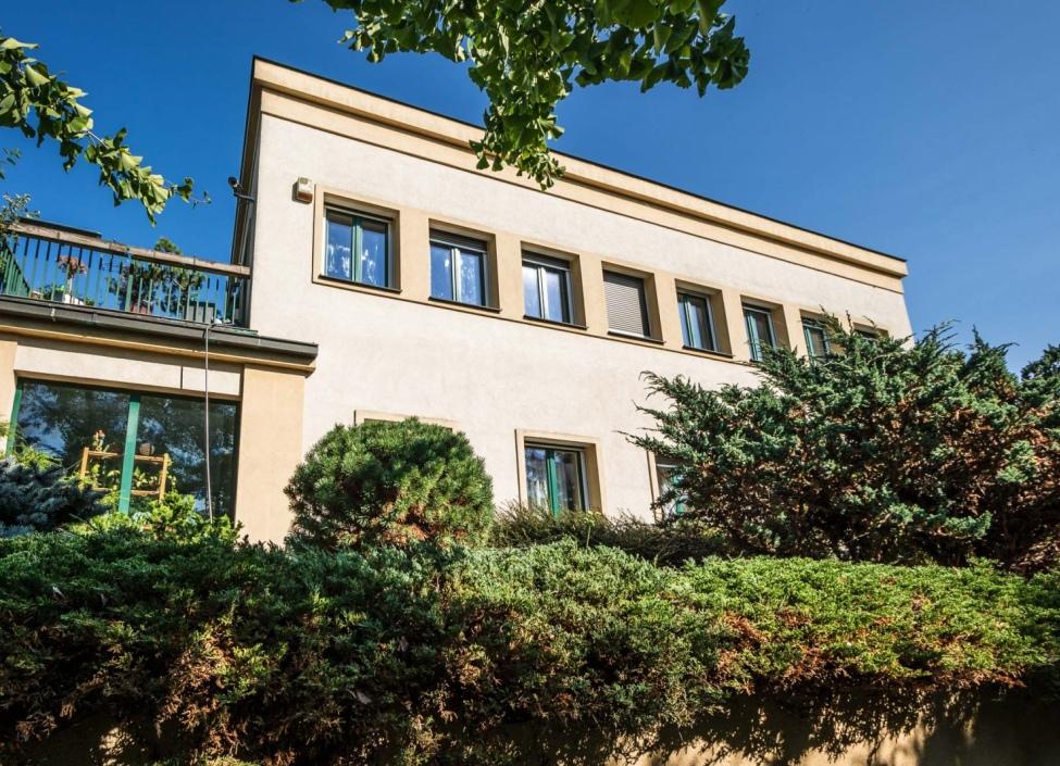 Prodej luxusní administrativní budovy v okolí Prahy 0
