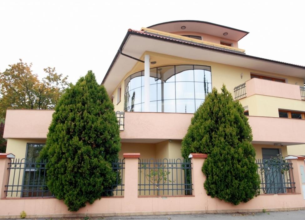 Luxury villa for rent 1655m Prague 8 0