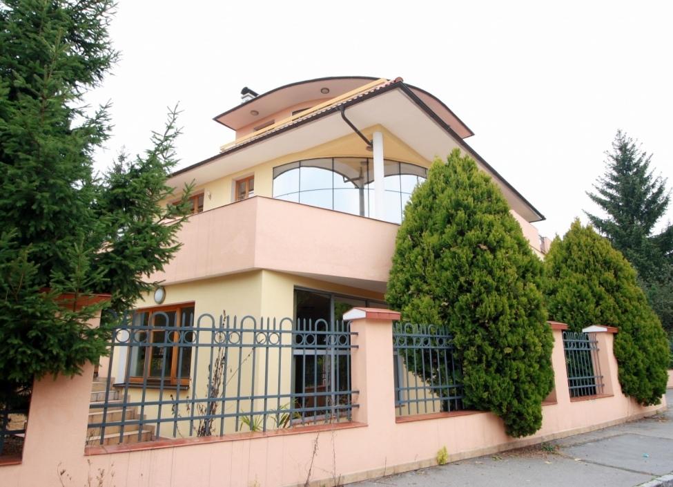 Luxury villa for rent 1655m Prague 8 1