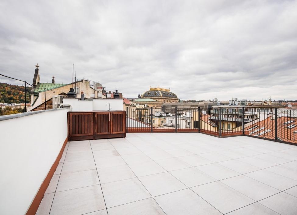 Kancelář se střešní terasou Praha 1, 173 m2 1