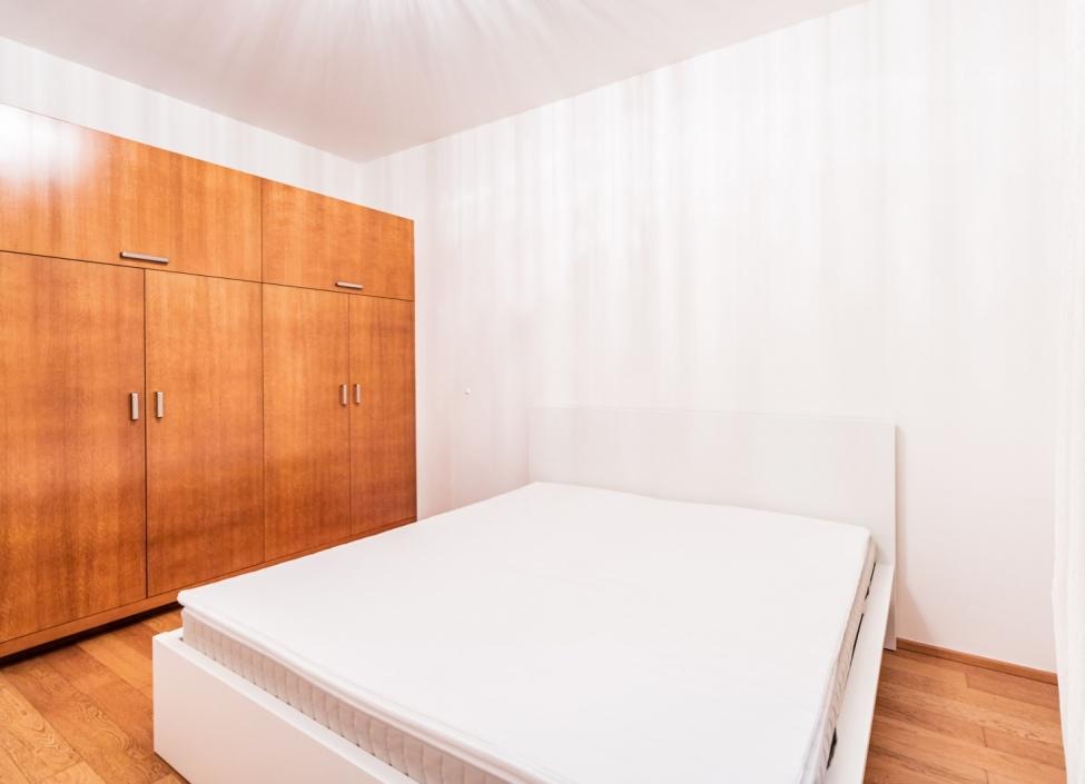 Pronájem bytu 3+kk s balkónem na Praze 2 1