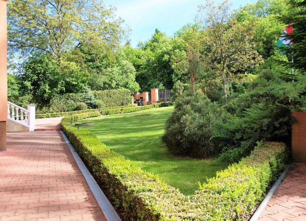 Luxusní vila na prodej s pozemkem na Praze 5-576m 1