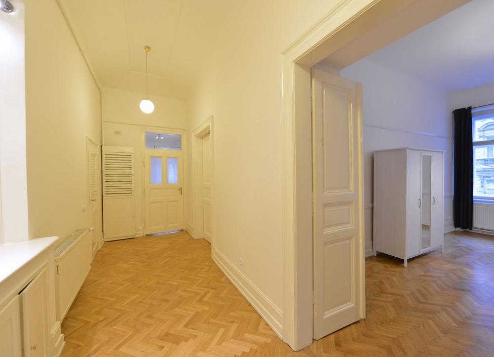 Luxusní byt k pronájmu Praha 2 - 103m 1