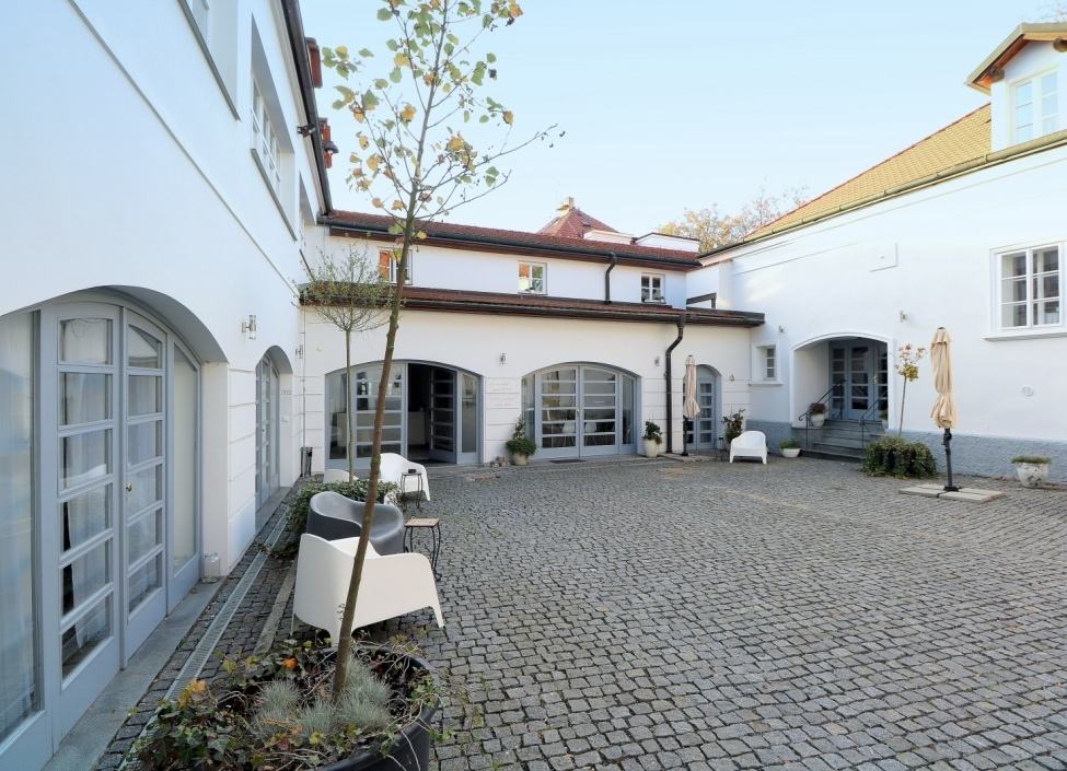 Apartment for sale in a historic building 34m 1