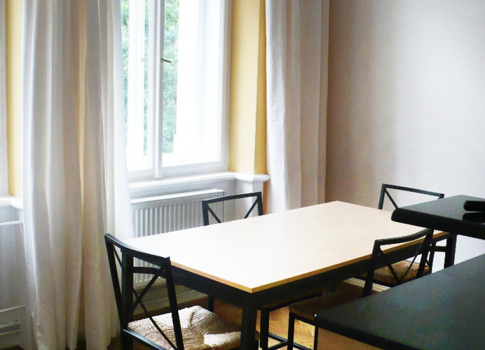 Luxury apartment with balcony for rent in Manesova street Prague 2, 105 m 1