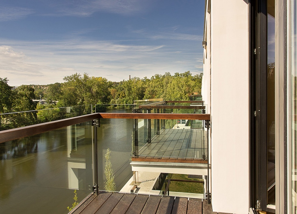 Luxusní byt u Vltavy s balkonem 121m 1